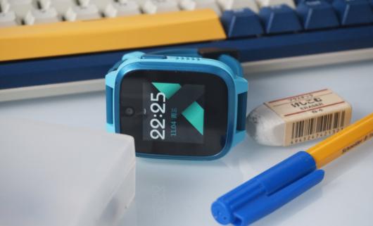 360儿童电话手表8XS怎么插手机卡-插卡步骤